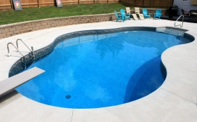 Vinyl Pool with Diving Board