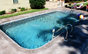 Vinyl Pool with Deck Jets