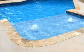 Vinyl Pool with Tanning Ledge & Bubblers
